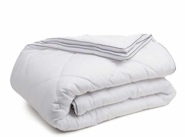 GÖZZE Vier Jahreszeiten Bettdecke mit Klimaband